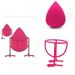 Other - ✨SALE✨ Makeup Sponge Stand & Makeup Blender 🐥
