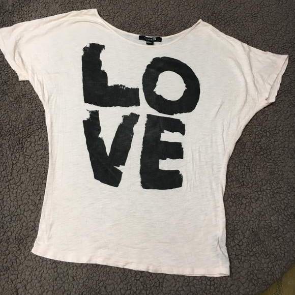 """Forever 21 Tops - 🌺bogo🌺F21 tee black and white """"LOvE"""" top"""