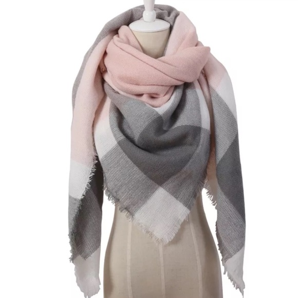 Charlie💋s Accessories - ❄️TRIANGLE-PINK, GRAY, WHITE BLANKET SCARF-NEW❄️