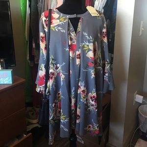 Dresses & Skirts - NWT floral dress with flare sleeves