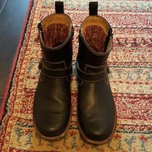 Clark's black leather boot size 8.5