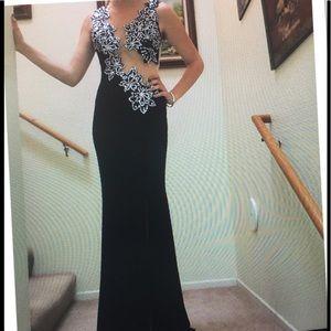 Dresses & Skirts - PROM IS NEAR SHERRI HILL EXQUISITE DRESS
