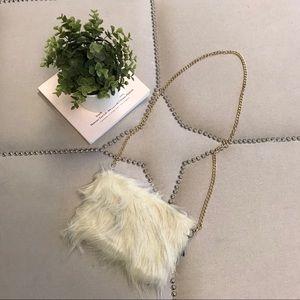 Handbags - ✨NEW PICS✨Faux fur crossbody