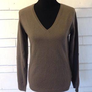 Cashmere Uniqlo sweater. Medium like new