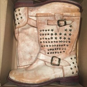 ... Women s Bedstu Boots Whacky size 8. Worn once! f09e0b478