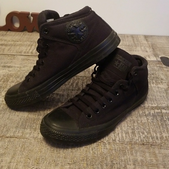 764993bbf4ba Converse Other - Converse all black with thick padding