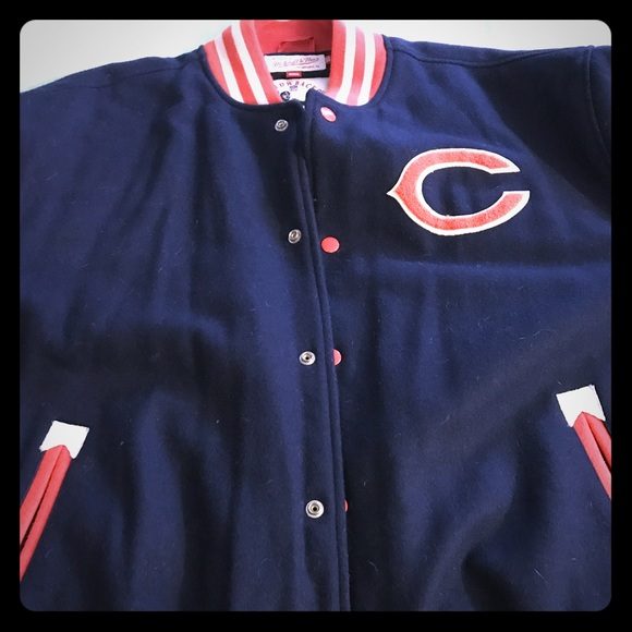 1a2a41f4fe4 Men's Mitchell   Ness Chicago Bears Throwback coat.  M 59f644955c12f86c61072f4d