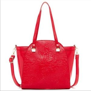 Red wall of roses tote