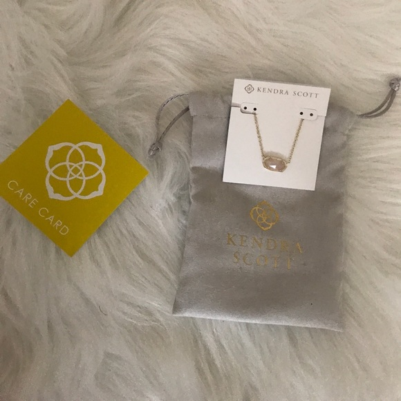 Kendra Scott Jewelry - Kendra Scott Elisa Pendant Necklace Rose Quartz!