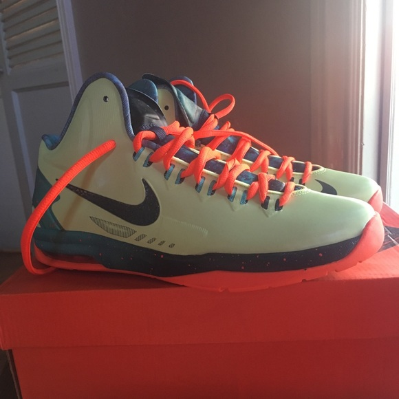 best sneakers 1ce85 163ea Nike KD NEW with Box - Size 7 Grade School NWT