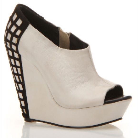 Messeca New York Shoes - Messèca Colbee Cage Wedge