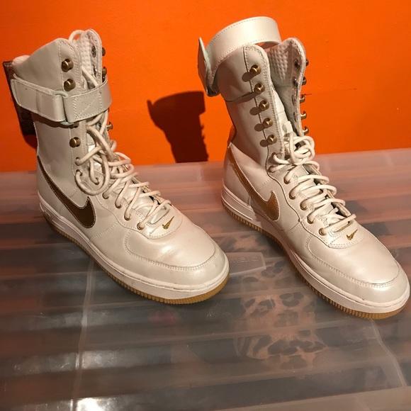 Women Nike Sneaker Boots Off Size 9