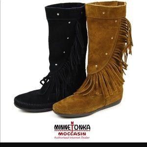Minnetonka Hi calf fringed stud boots