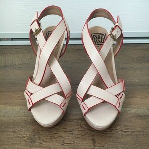 Pour La Victoire nude Strappy platform heels size6