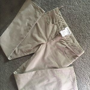 💥Quick Sale only Today💥Chanel khaki jeans. BNWT