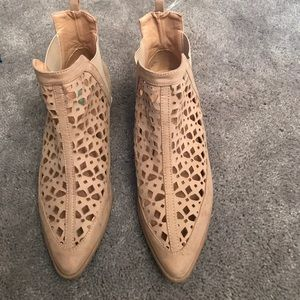 Shoes - Perforated tan/nude pointed ankle boots