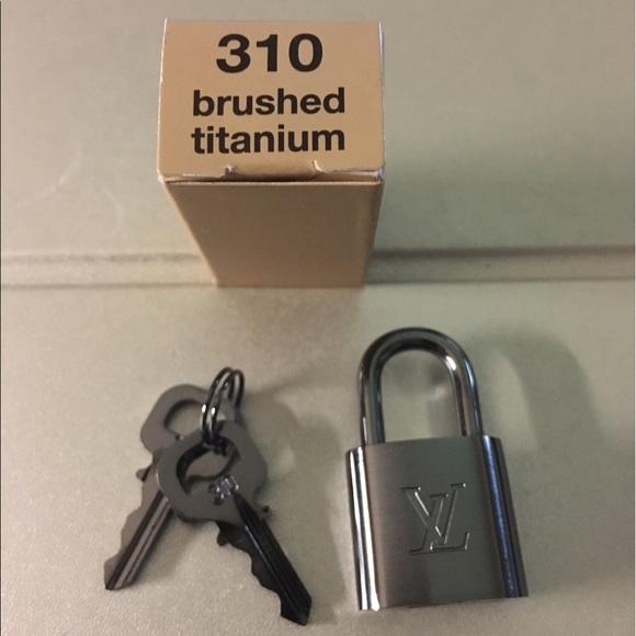 0988d8e4d0a Louis Vuitton Accessories