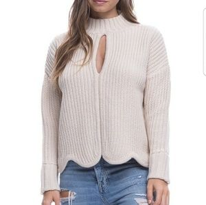 Sweaters - Beautiful knit sweater with scalloped trim + keyho