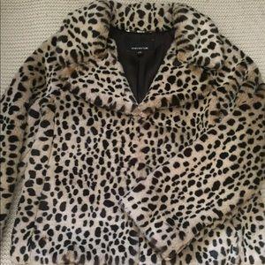 7c7e33cb093d Jones New York Jackets & Coats - Jones New York leopard print faux fur coat.