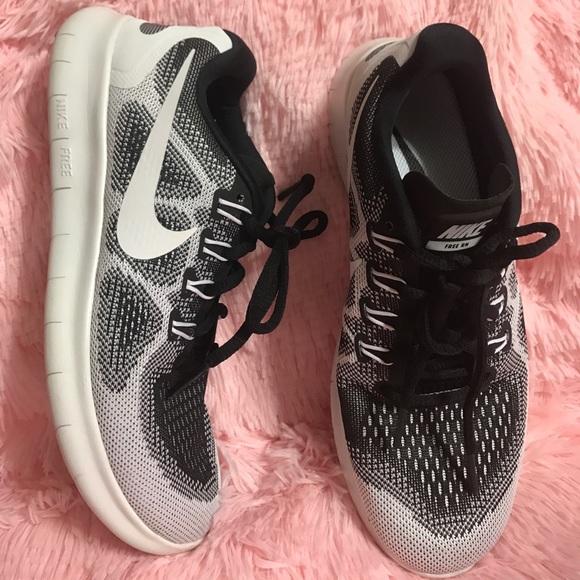 3fea458f5a4e2 NIKE FREE RN 2017 LE Women s Running Shoe. M 59f6acf22de51274720963eb