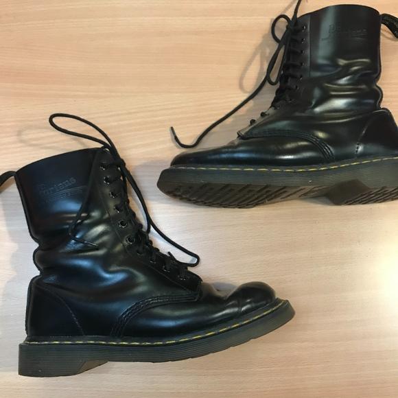 527b1027b4e0 Dr. Martens Shoes - VINTAGE Doc Martens 1480 Original Combat Boots