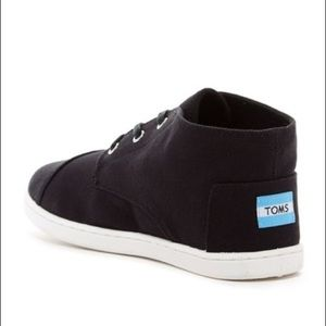 Toms boys black high top shoes/sneakers with laces