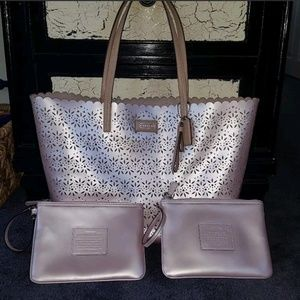 Coach Metro Eyelet Tote Leather w/2 Wristlets