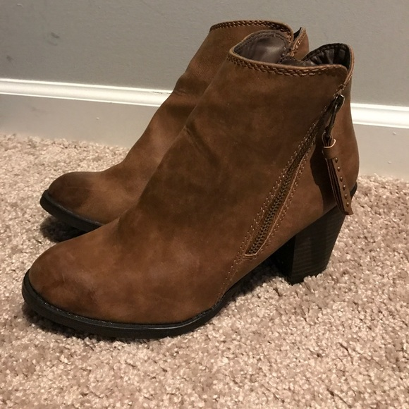 b900fe69746 Women s ankle boots size 8 Mossimo from Target. M 59f75b004e95a30eb80af942