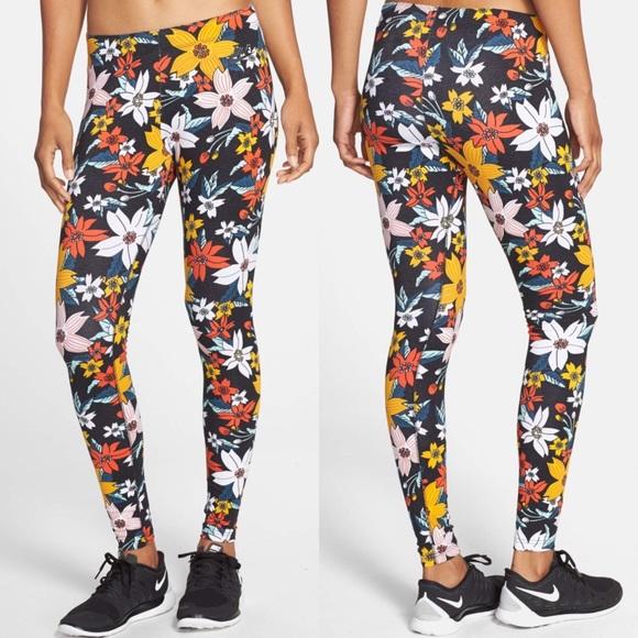 e1333eac75b2f8 Nike Leg-a-see Hawaiian Floral Print Leggings. M_59f7655d36d594e1b20b15b9