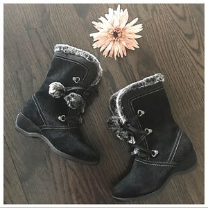 Sporto Black & Gray Suede Pom Pom Winter Boots