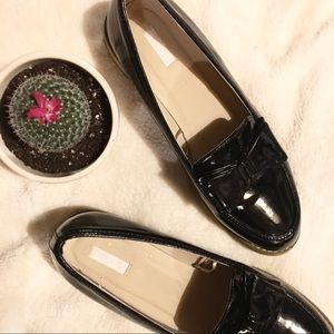 140695676fb Cooperative Shoes - Women s Black Cooperative Patent Bow Loafer