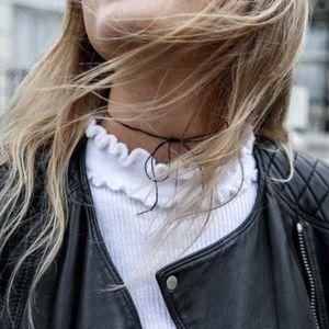 Jewelry - dainty bow choker in black