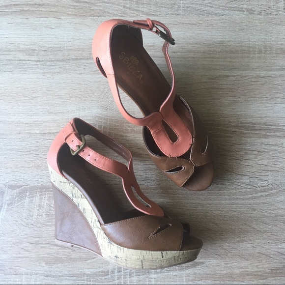 9dd9268e68bf Sbicca Kaila Two Tone Wedge Sandals. M 59f7841d2599fe1a3d0b95ba
