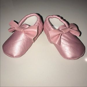 Other - Adorable pink baby faux leather moccasins