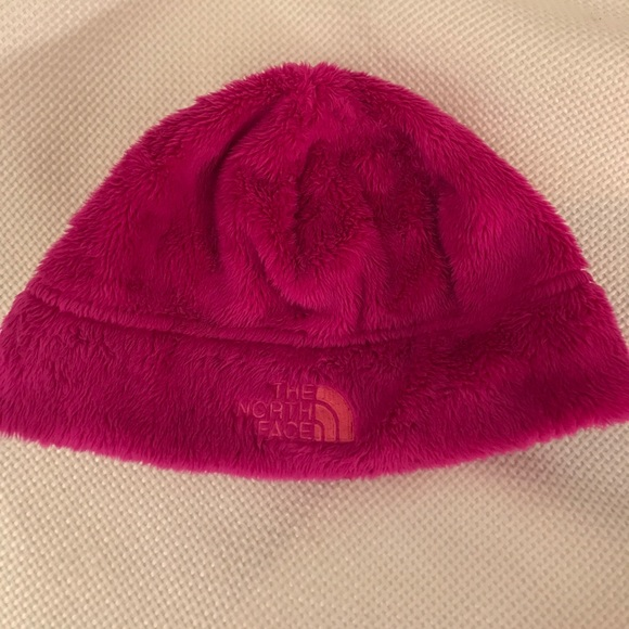 ac49fe85e253 2 years old north face pink winter hat. M 59f7a0924127d0357a0c0151