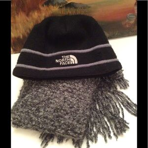 THE NORTH FACE BEANIE HAT W/ FREE SCARF