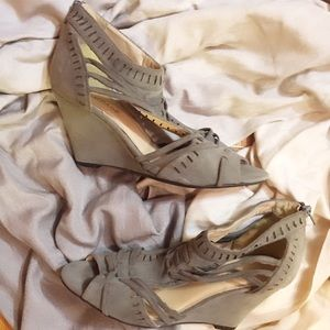 🆕💁🏼Rampage Gray Suede Cut Out Wedges- 9