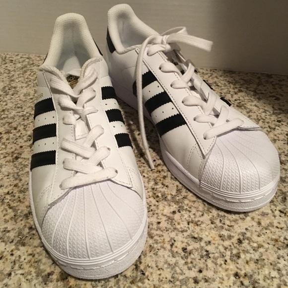 le adidas superstar bambini grandi scarpe bianco nero poshmark