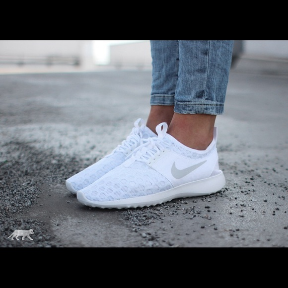 buy online efc1a 76617 Nike juvenate white 7.5 women running shoes. M 59f7e85b2ba50a9e1b0db707