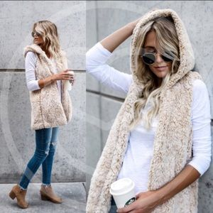 Jackets & Blazers - Furry Hooded Vest🍂🍁