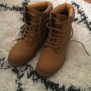 Size 8 Tan Lace Up Boots