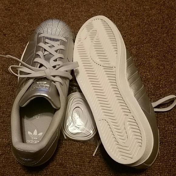 mode de vie et baskets adidas skate à lacets.