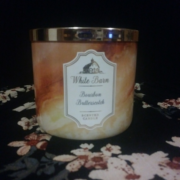 White Barn/Bath and Body Works Accessories - Bourbon Butterscotch candle Bath & Body Works