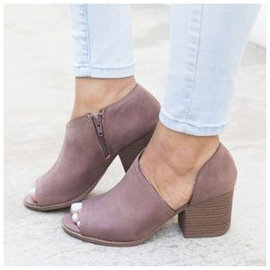 Shoes - SELLING FAST* New nutmeg distressed Faux Leather