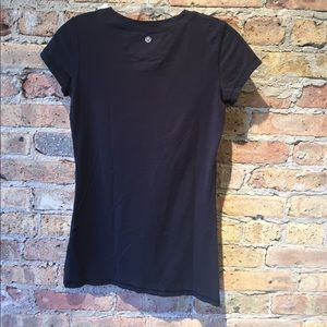 lululemon athletica Tops - Lululemon black SS top, sz 6, 55260