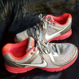 Nike Shoes - Women's Nike Air Relentless Size 9