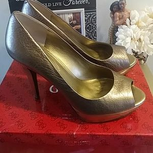 Guess leather bronze pumps