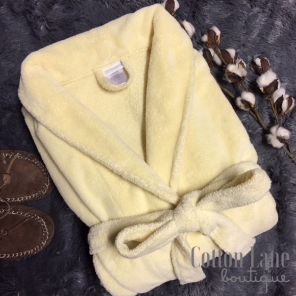 Capelli of New York Other - Capelli NY Fluffy Yellow Bath Robe