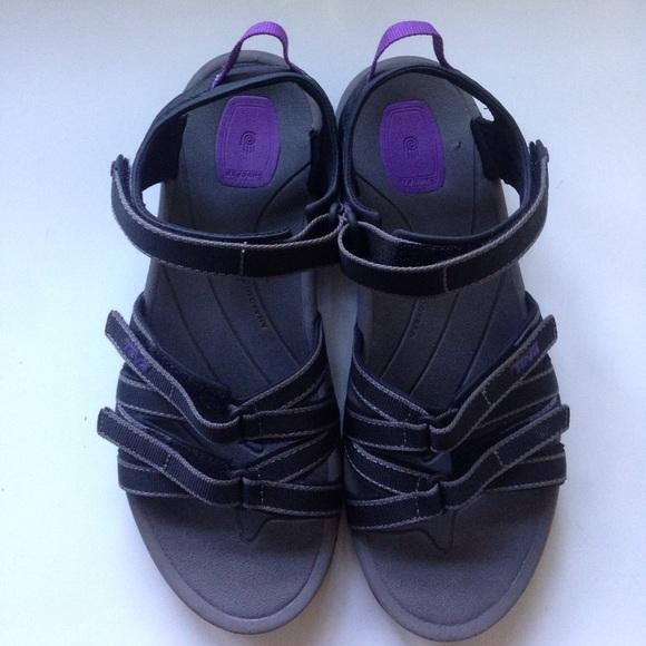 15cea245a3f1 ... Tirra Teva Hiking Sandals. M 59f8d579b4188ece6a01f0b9