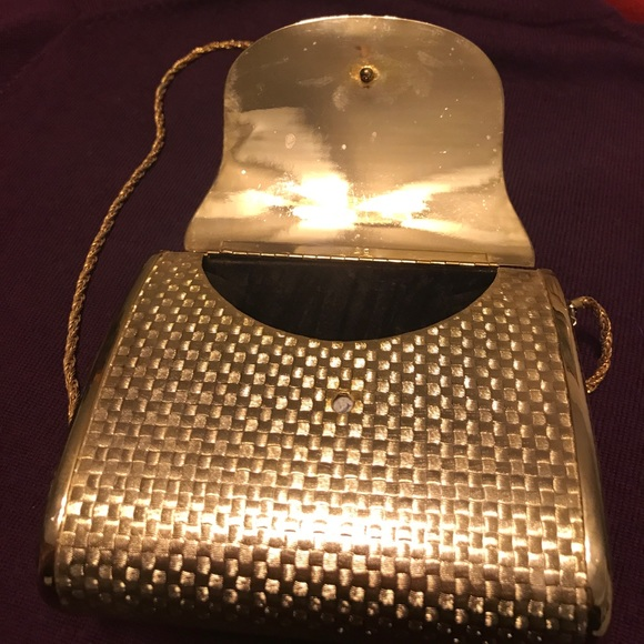 db9bc35651df Saks Fifth Ave Vintage Gold metal small clutch. 💋.  M 59f901ec620ff7293e02a61e
